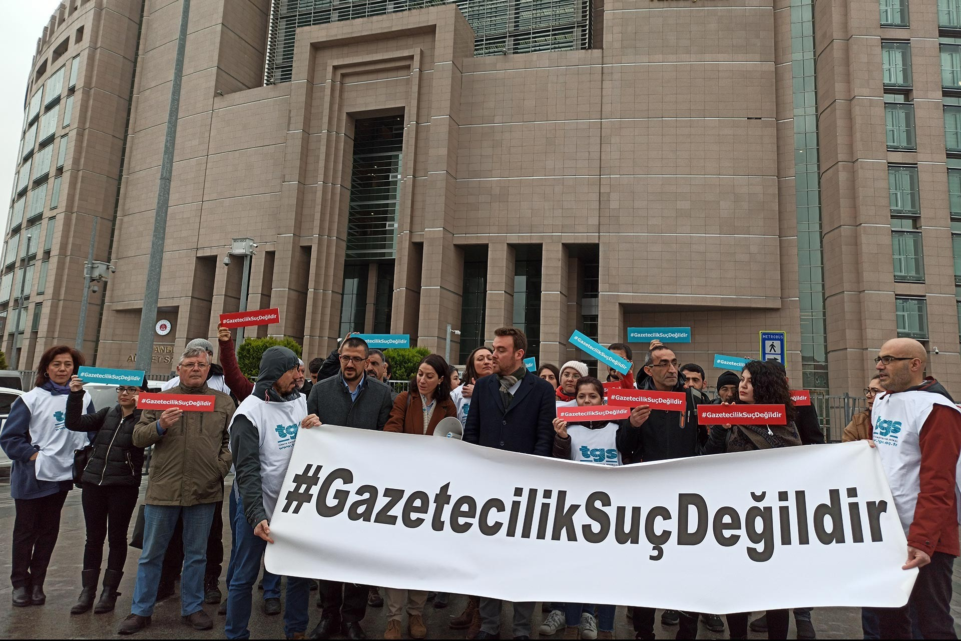 Turkey's Journalists' Union holds nationwide protests against latest wave of arrests